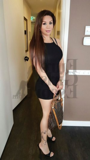Carminda escort girl in Greenfield