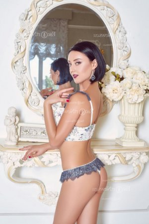 Marie-bertille escort girls in Hollins